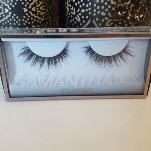 Huda Beauty Lashes in Samantha #7. NEW IN BOX
